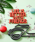 Mesaj decorativ - Life is better with friends