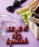 Mesaj decorativ - I believe in red lipstick