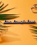 Mesaj decorativ - Live Laugh Love