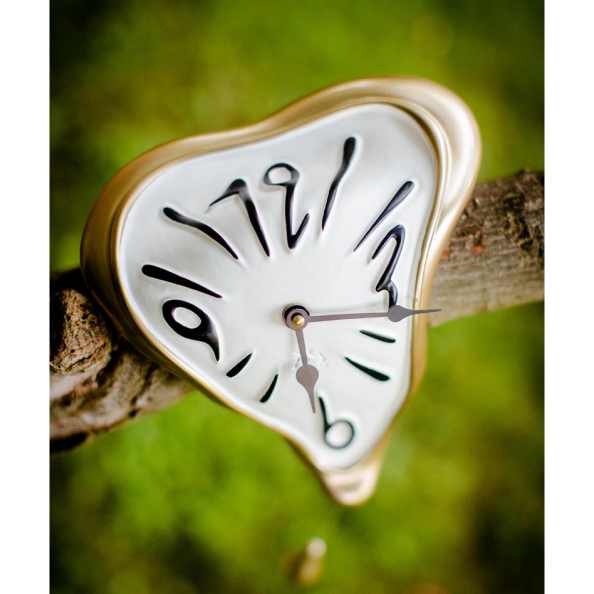 ceas perete dali