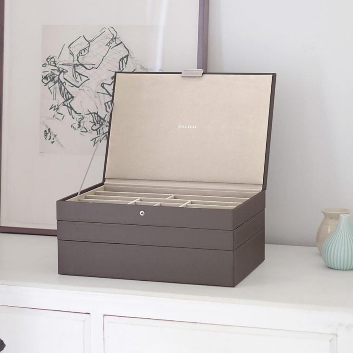 cutie mare de bijuterii